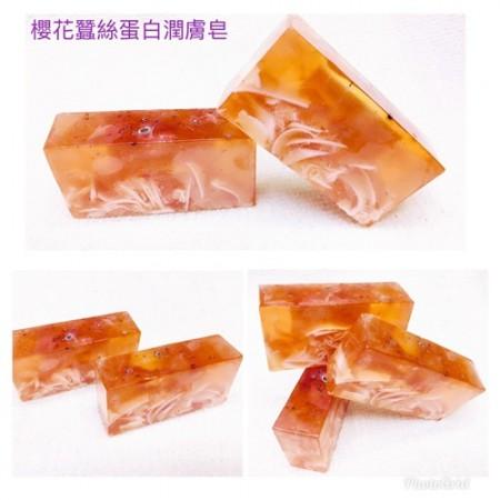 《香氛市集》680系列-櫻花蠶絲蛋白精油手工皂100g